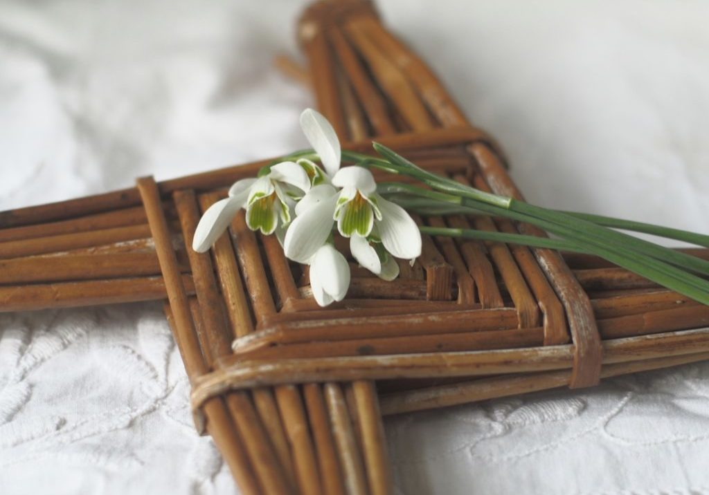 Margaret phot cross and snowdrops 141727779_1558592781005763_359797393159247875_n